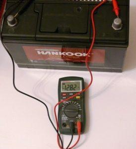 сколько времени заряжать аккумулятор автомобиля зарядным устройством